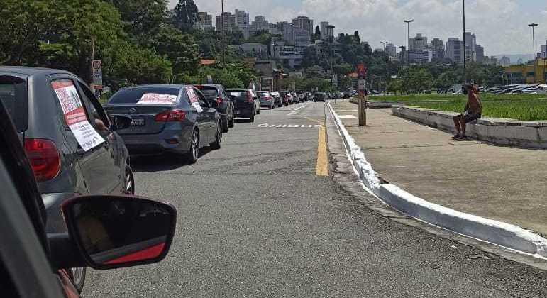 Veículos fazem carreata contra retorno das aulas presenciais em São Paulo