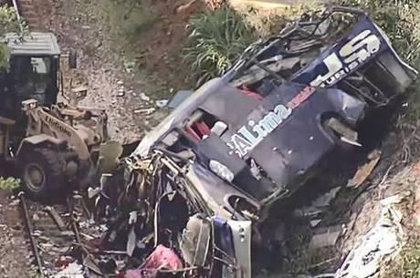 Treze pessoas morreram ainda dentro do ônibus