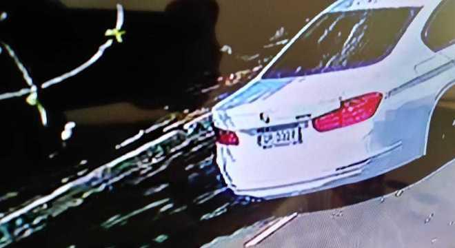Após o assalto, quadrilha fugiu em um carro branco