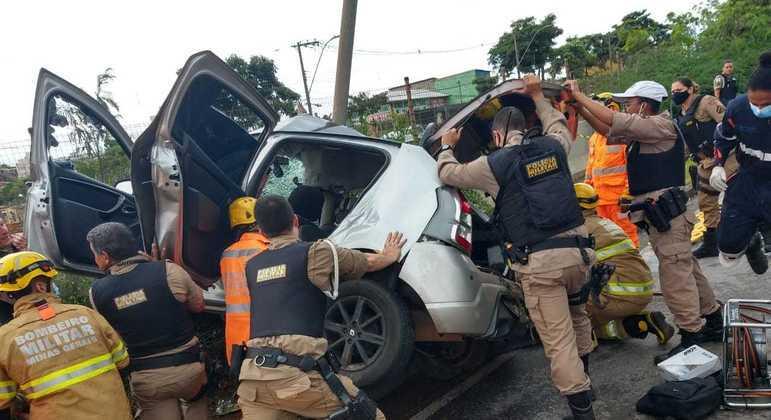 Motorista teria perdido controle da direção após pneu estourar