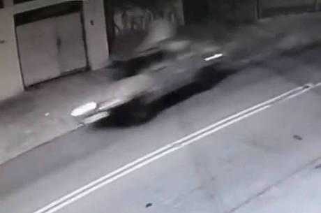 Motorista perdeu o controle e capotou carro em SP