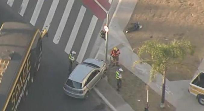 Motorista embriagado colidiu carro com semáfora na av. Marquês de São Vicente