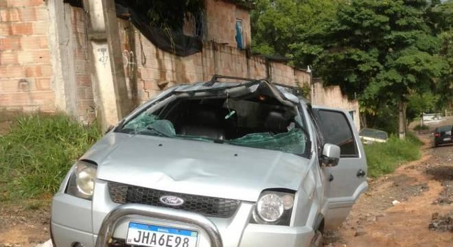 Veículo conduzido pela vítima capotou diversas vezes e ficou bastante danificado