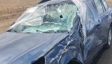 Carro destruído é rebocado após cruzar centenas de quilômetros