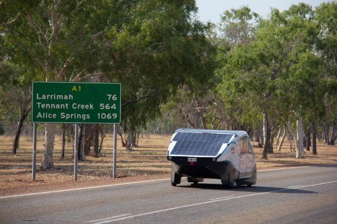 Resultado de imagem para Universitários criam carro elétrico que percorre 900 km com uma carga