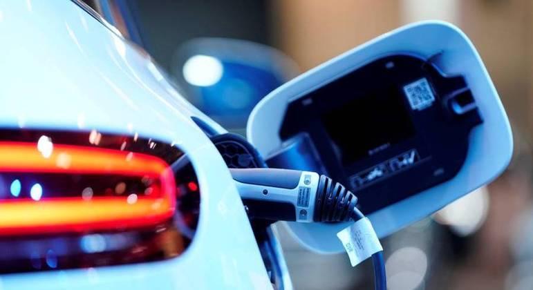 Iniciativa dos EUA tem o apoio de três grandes montadoras que investem em veículos elétricos