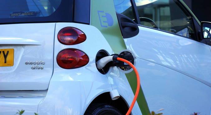 Carros elétricos movimentam setor de tecnologias limpas
