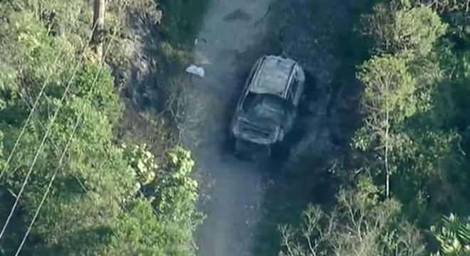 Vítimas foram encontradas carbonizadas em porta-malas de carro