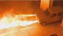 Mecânico constrói carro que lança jatos de fogo de 6 m pelos faróis