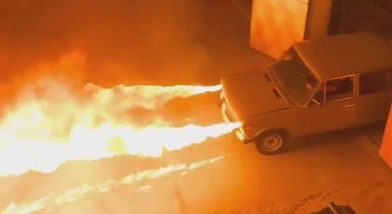Jato de fogo pode chegar a 6 m