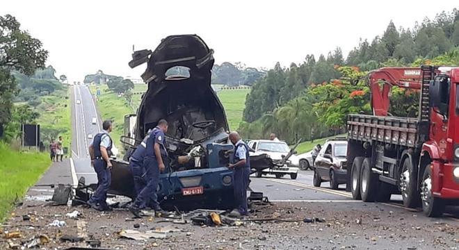 Quadrilha explode carro-forte em rodovia no interior de São Paulo