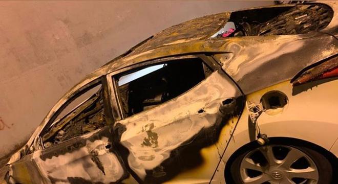 Carro foi furtado de restaurante e incendiado por ex-namorado da vítima