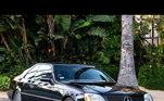 Mais um dos itens leiloados, o craque teve seu antigo carro, uma Mercedes-Benz, leiloado por 202 mil dólares (cerca de R$ 1,1 milhões)