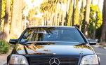 O Mercedes, na cor azul metálica, estava com 253 mil km rodados. O carro tem um motorzão 6.0 V12 com 394 cv de potência. Assim, o novo dono pode acelerar bastante