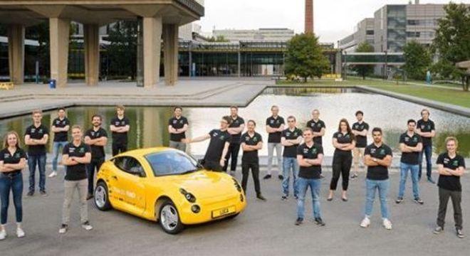 Carro foi criado pelos alunos durante um ano e meio