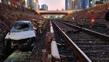 Carro cai nos trilhos do Metrô-DF e motorista fica inconsciente