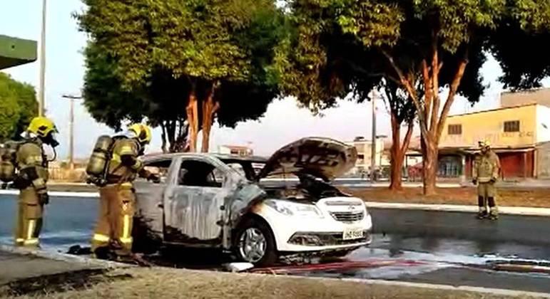 Carro pega fogo na QR310, em Santa Maria