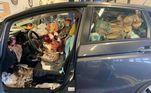 Uma série de fotos compartilhadas no Facebook mostrou o que pode ser o carro mais sujo já registrado. Segundo Jeremy New, o veículo estava no estacionamento de uma empresa que ele não identificou, o que sugere que o motorista do carro estava trabalhando no momento em que as fotos foram tiradas, na última segunda (4)