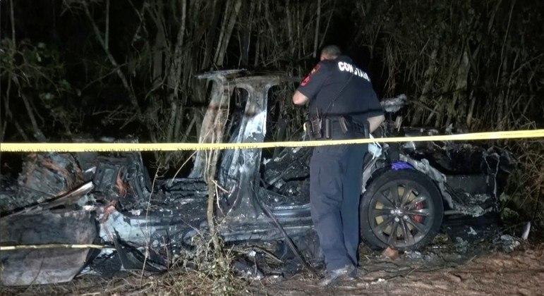 Incêndio no veículo demorou 4 horas para ser controlado