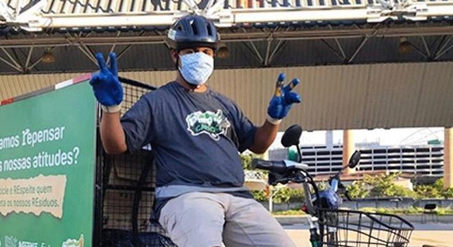 Triciclos estão circulando já por São Paulo, ajudando catadores a recolher materiais recicláveis