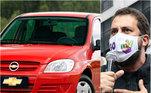 GuilhermeBoulos (PSOL)declarou à Justiça Eleitoral ser proprietário de um Chevrolet Celta no valor deR$ 15.416