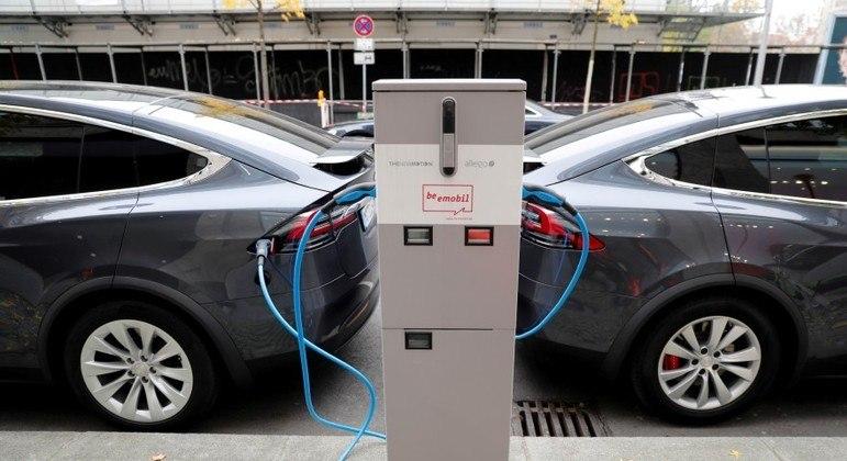Veículos elétricos ainda têm alta pegada de carbono de materiais minerados