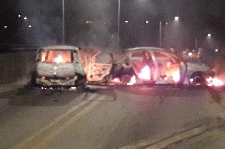 Carros são incendiados em Mogi Guaçu
