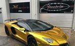 Atacante do Arsenal, Pierre Aubameyang possui uma Lamborghini Aventador modificada. Ele ainda coleciona outras maquinas em sua garagem de luxo