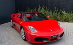 Quem também tem uma coleção de carros é o argentino Lionel Messi. Um de seus principais carros é sua Ferrari F430 Spider