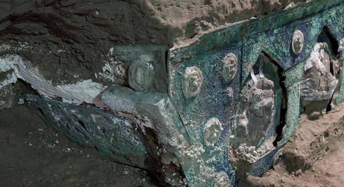 Carruagem romana é encontrada quase intacta em Pompeia, na Itália