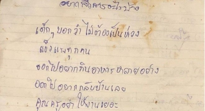Cartas são a primeira comunicação entre garotos e seus familiares desde que ficaram presos na caverna, há duas semanas
