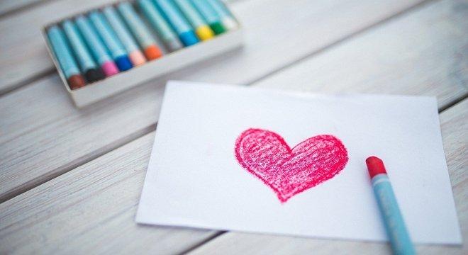 Casal deve investir na criatividade e não  exagerar no preço do presente