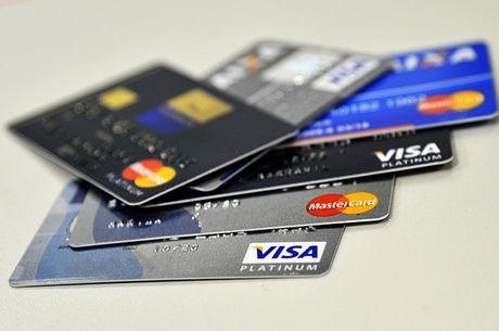 Juro do cartão de crédito chega a 254,41% ao ano