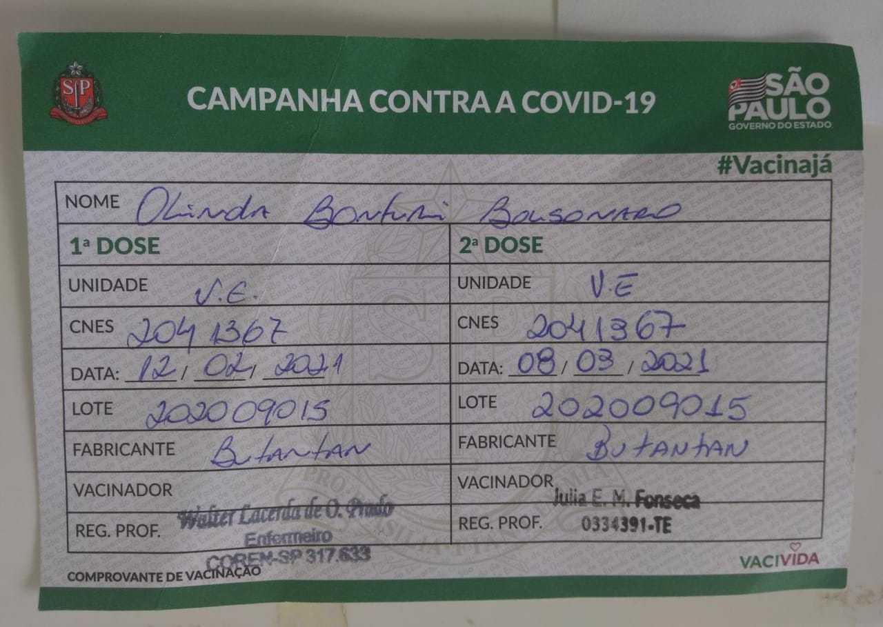 Cartão de dona Olinda mostra Butantan como fabricante