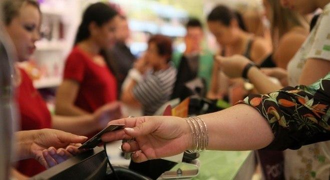 Para evitar contato físico, crescem vendas de produtos online no Brasil