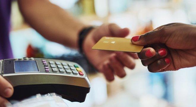 Consumo teve ajuda do saque do FGTS e do 'bônus desinflacionário'