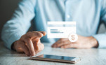 Por fim, vale mencionar ainda uma alternativa bastante segura e ainda pouco difundida para efetuarcompras online: cartões de crédito virtuais.
