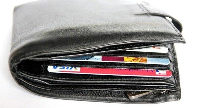 Carteiras próprias para cartões com NFC podem ajudar a evitar golpes