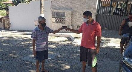 Em Vila Velha, eletricista devolve carteira com R$ 1.100
