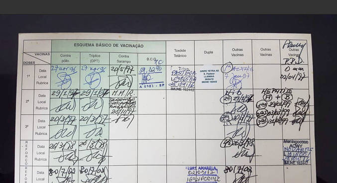 A carteira de vacinação em papel será substituída pela digital na vacinação da covid-19