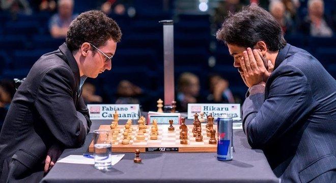 Caruana e Nakamura em um jogo nos Estados Unidos, 2019