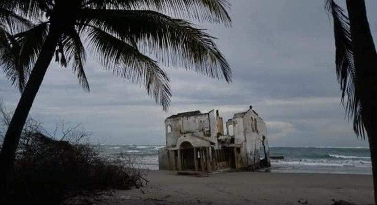 Segundo teorias, o casarão era um hotel construído na areia