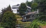 A mansão de Crstiano, na verdade são duas casas... Por isso, é mais fácil manter o isolamento, mas com família grande