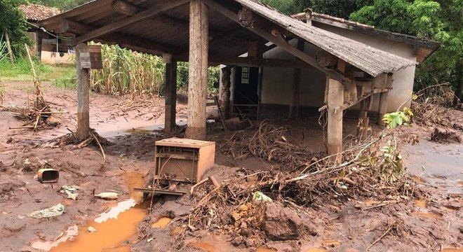 Casa centenária de Helio foi parcialmente afetada pelo desmoronamento da barragem