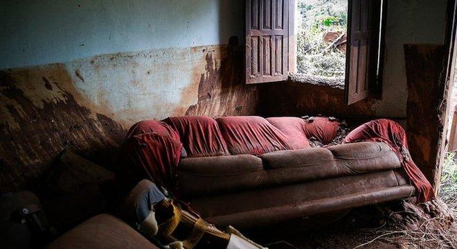 Casas de Bento Rodrigues foram destruídas e 19 pessoas morreram, mas tragédia seria muito maior se Paula Geralda não tivesse arriscado a vida para alertar os moradores