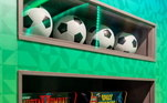 A sala de jogos ainda traz duas maquinas de fliperama, para quem gosta de videogames. Diversão não deve faltar para o jogador e suas visitas