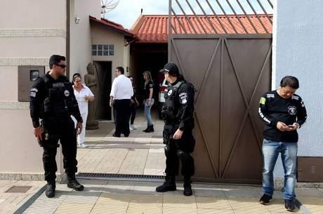 Polícia encontrou mala de dinheiro na casa do médium