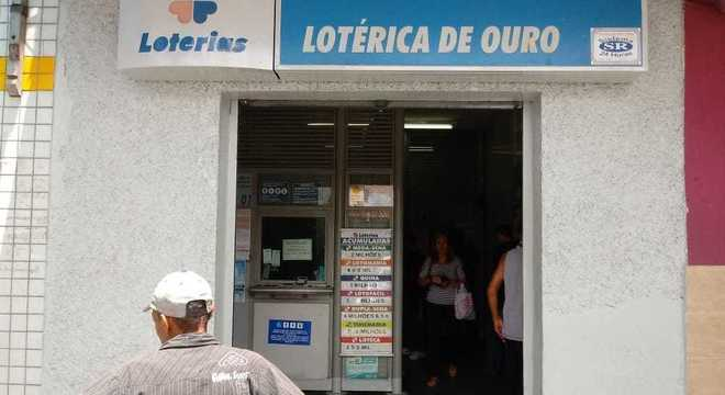 Lotéricas reabrem para serviços de benefício social, e jogos