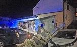 Uma BMW atingiu a casa em 2017 e no ano seguinte um carro destruiu o jardim, na véspera de Natal