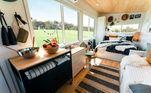 Todo o espaço foi otimizado para comportar os itens indispensáveis, sendo uma opção perfeita para quem gosta de minimalismoVeja também:Para fazer em casa: página reúne ideias criativas de decoração